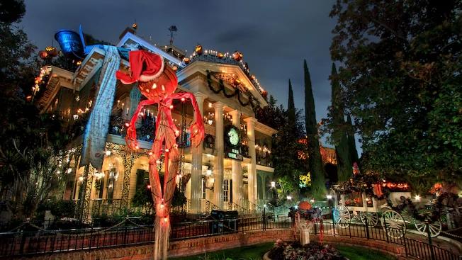 haunted-mansion-holiday-00.jpg
