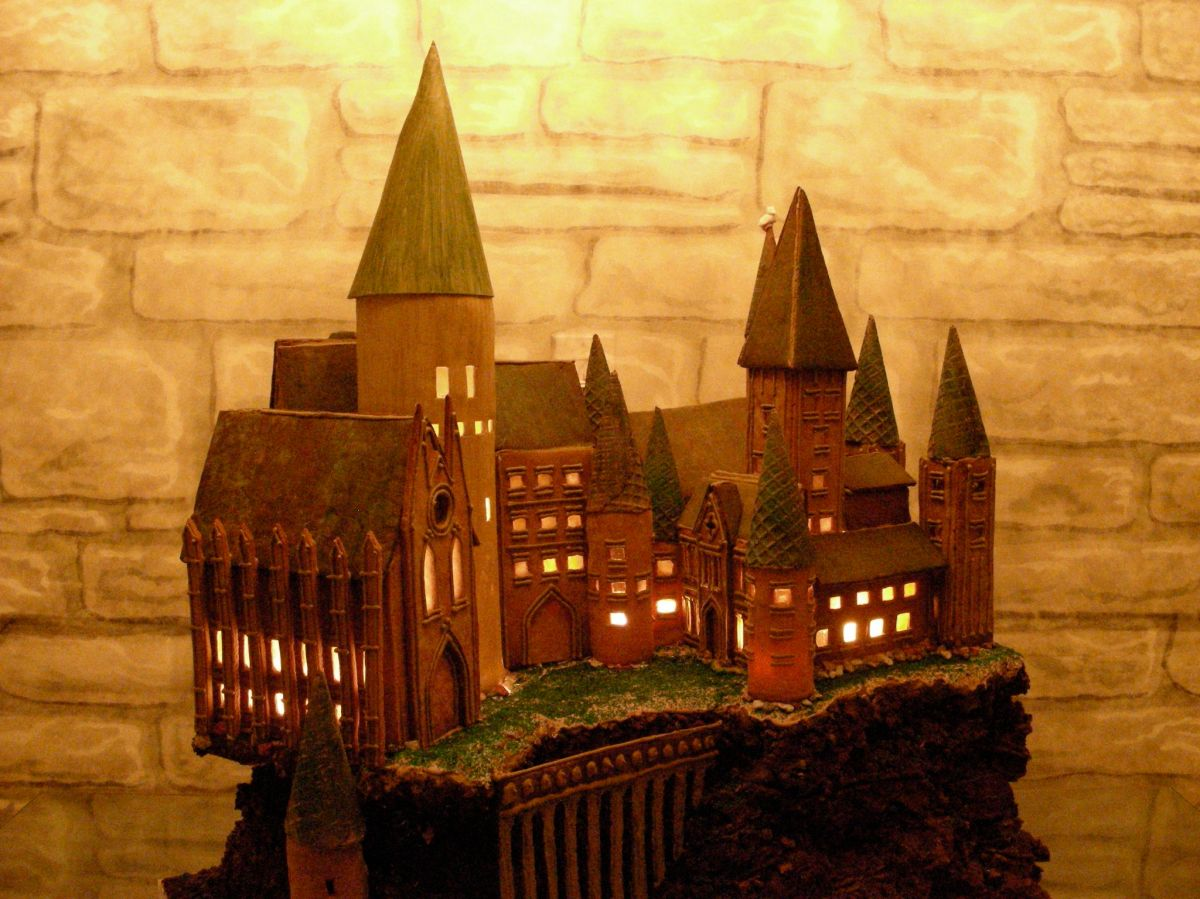 HogwartsGingerbreadFancy.jpg