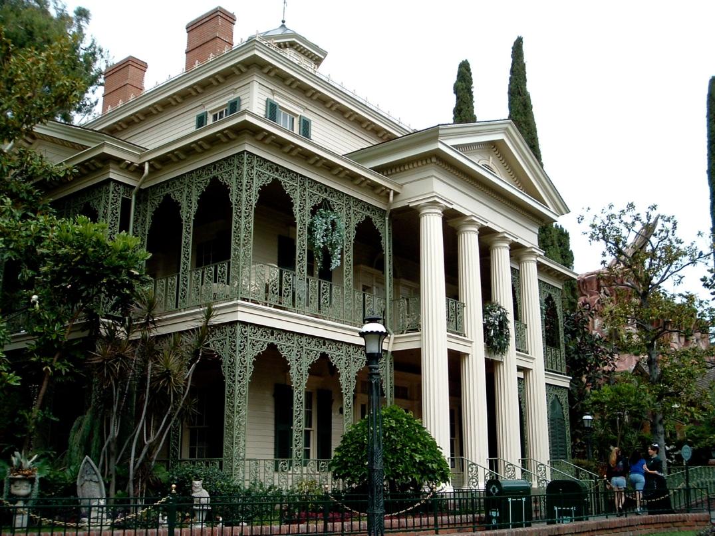 Haunted_Mansion_Exterior